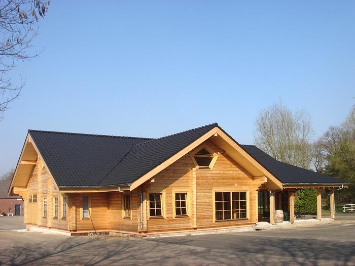 Impressies van de bouw van het huis bouw van een houten for Zelf woning ontwerpen